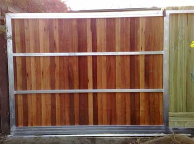 Rear view of a sliding gate