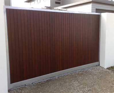 Sliding gate with timber