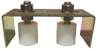 Post to post guide rollers for a sliding gate