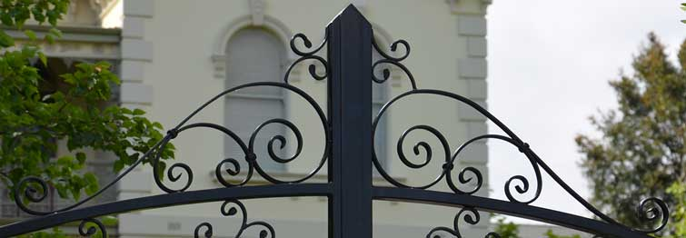 S Scroll inserted into a gate