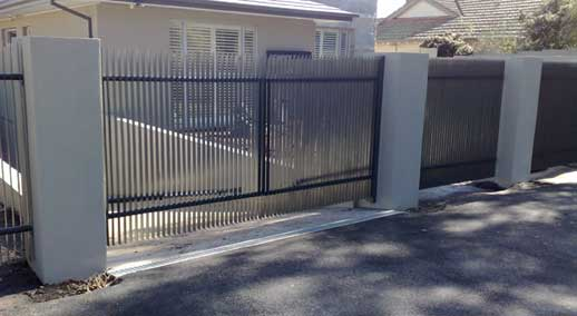 Fin fencing and gate