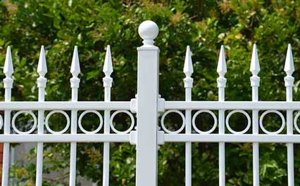 fence with bracket picture